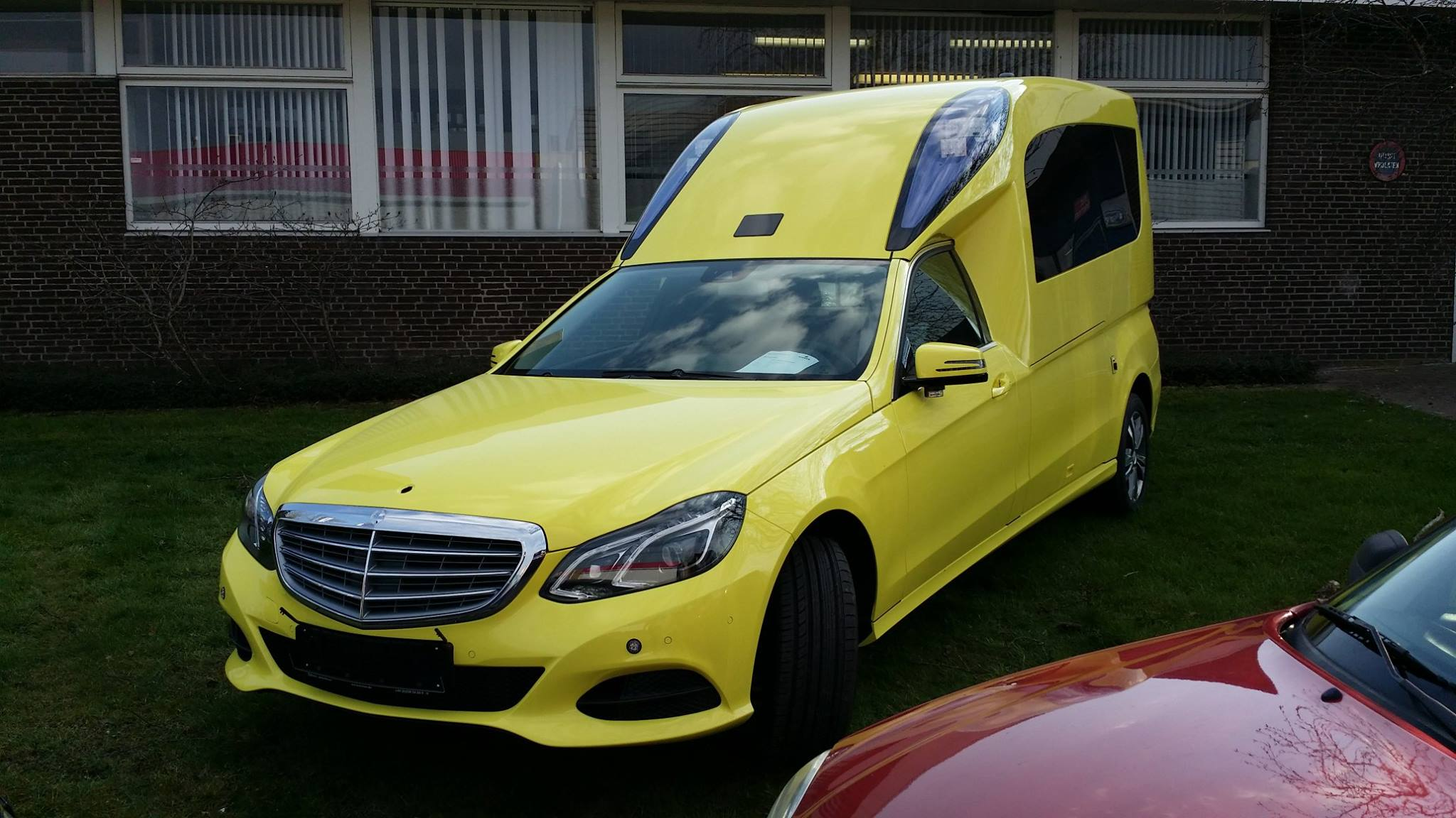 nieuwe mercedes benz e klasse met visser ambulance opbouw alex miedema. Black Bedroom Furniture Sets. Home Design Ideas