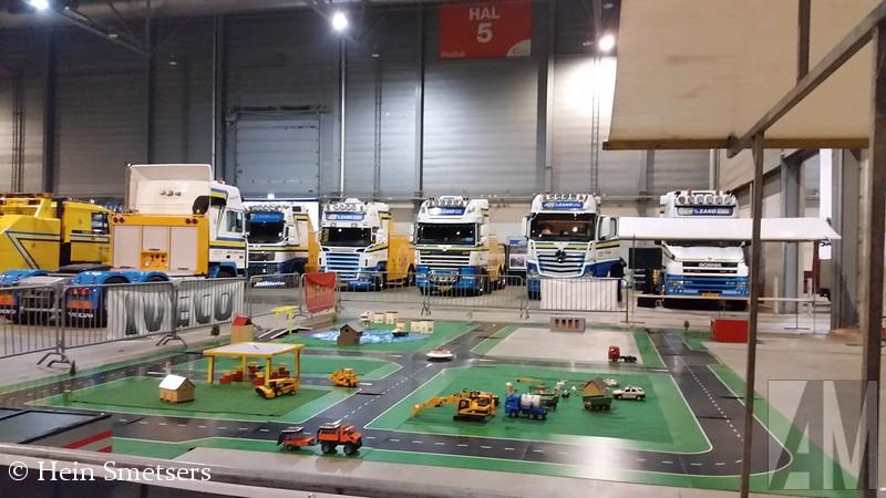 Op tweede en 'derde' kerstdag was er in de Brabanthallen te Den Bosch het Mega Trucks Festival. Een bekende datum en locatie voor een truckfestival, maar nu met een nieuwe organisatie, deze lag dit keer in handen van Trucks Magazine en F.S.B. Eén van de deelnemers was Hein Smetser met zijn Opel Blitz. Hein was zo vriendelijk me een flinke serie foto;s te sturen, een selectie daarvan vind je hier onder.