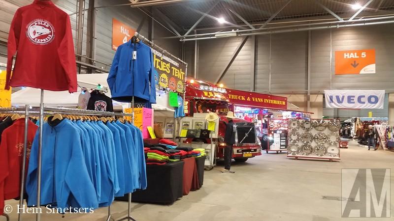 Op tweede en 'derde' kerstdag was er in de Brabanthallen te Den Bosch het Mega Trucks Festival. Een bekende datum en locatie voor een truckfestival, maar nu met een nieuwe organisatie, deze lag dit keer in handen van Trucks Magazine en F.S.B. Eén van de deelnemers was Hein Smetser met zijn Opel Blitz. Hein was zo vriendelijk me een flinke serie foto's te sturen, een selectie daarvan vind je hier onder.