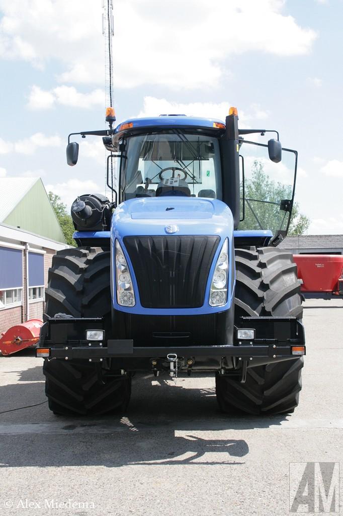 New Holland T9.560 De New Holland FPT Cursor 13L motor levert 507 pk. Hij kan lekker lang doorwerken, er past maar liefst 1228 liter diesel in de tank. Hij is bijna 4 meter hoog en maar liefst 7,5 meter lang. In transportstand weegt hij 35 ton, dat kan voor zwaar wek uitgebreid worden tot bijna 50 ton. New Holland T9.560 De New Holland FPT Cursor 13L motor levert 507 pk. Hij kan lekker lang doorwerken, er past maar liefst 1228 liter diesel in de tank. Hij is bijna 4 meter hoog en maar liefst 7,5 meter lang. In transportstand weegt hij 35 ton, dat kan voor zwaar wek uitgebreid worden tot bijna 50 ton. New Holland T9.560 De New Holland FPT Cursor 13L motor levert 507 pk. Hij kan lekker lang doorwerken, er past maar liefst 1228 liter diesel in de tank. Hij is bijna 4 meter hoog en maar liefst 7,5 meter lang. In transportstand weegt hij 35 ton, dat kan voor zwaar wek uitgebreid worden tot bijna 50 ton. New Holland T9.560 De New Holland FPT Cursor 13L motor levert 507 pk. Hij kan lekker lang doorwerken, er past maar liefst 1228 liter diesel in de tank. Hij is bijna 4 meter hoog en maar liefst 7,5 meter lang. In transportstand weegt hij 35 ton, dat kan voor zwaar wek uitgebreid worden tot bijna 50 ton. New Holland T9.560 De New Holland FPT Cursor 13L motor levert 507 pk. Hij kan lekker lang doorwerken, er past maar liefst 1228 liter diesel in de tank. Hij is bijna 4 meter hoog en maar liefst 7,5 meter lang. In transportstand weegt hij 35 ton, dat kan voor zwaar wek uitgebreid worden tot bijna 50 ton. New Holland T9.560 De New Holland FPT Cursor 13L motor levert 507 pk. Hij kan lekker lang doorwerken, er past maar liefst 1228 liter diesel in de tank. Hij is bijna 4 meter hoog en maar liefst 7,5 meter lang. In transportstand weegt hij 35 ton, dat kan voor zwaar wek uitgebreid worden tot bijna 50 ton. New Holland T9.560 De New Holland FPT Cursor 13L motor levert 507 pk. Hij kan lekker lang doorwerken, er past maar liefst 1228 liter diesel in de tank. Hij is bijna 4 meter hoo